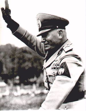 Mussolini_fiddle55